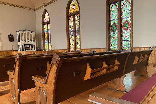 10 movable pews for seating