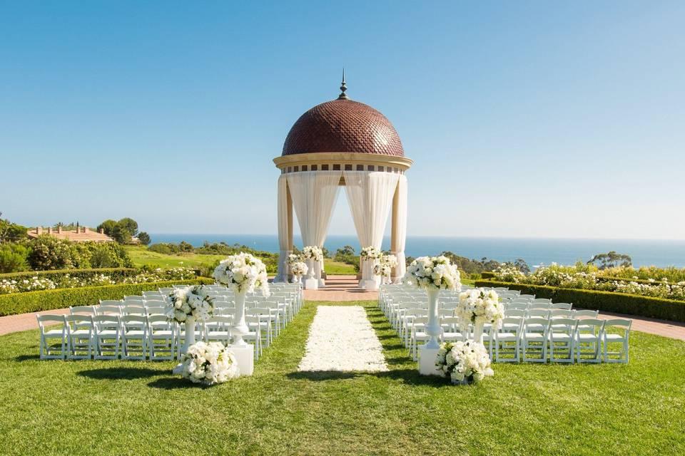 Classic oceanfront ceremony
