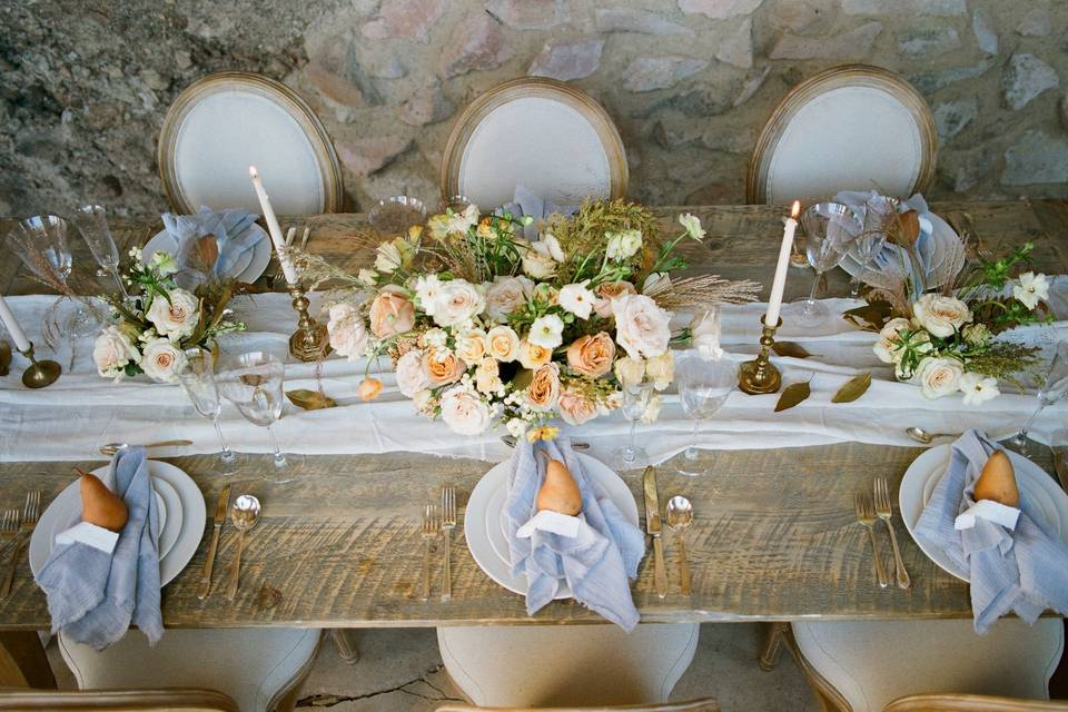 Long tables with blush and blue colors