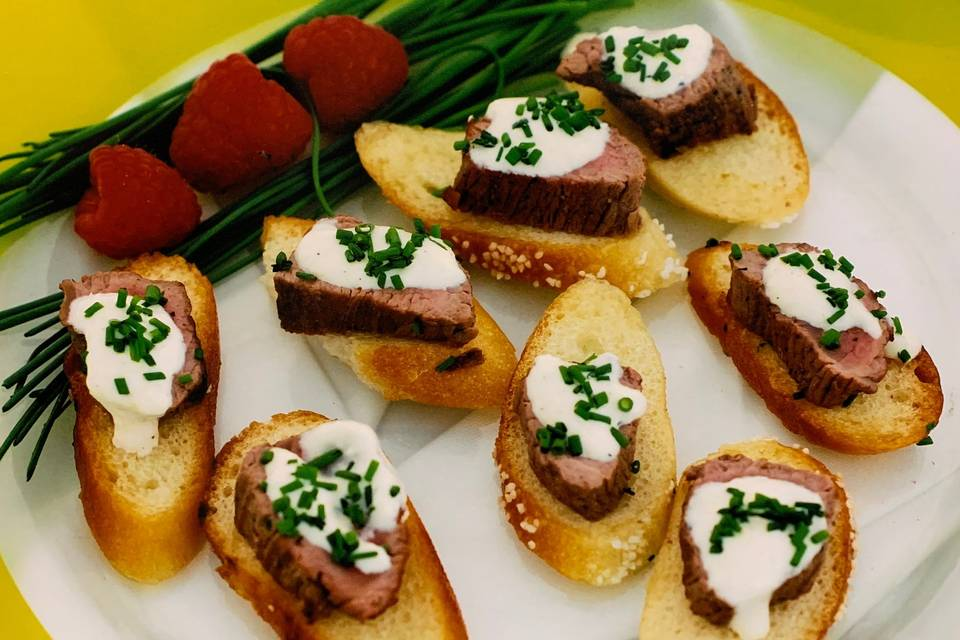 Petite filet garlic crostini