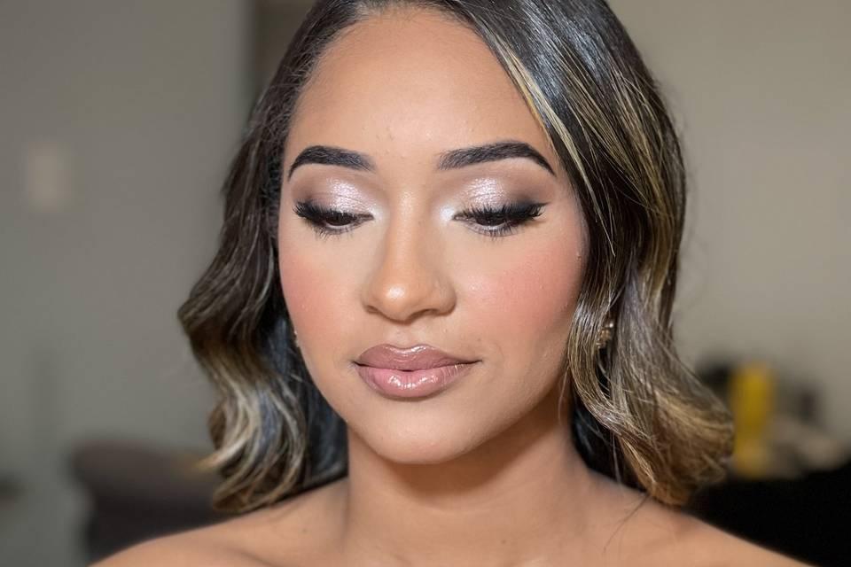 Shimmery eyelid for bride