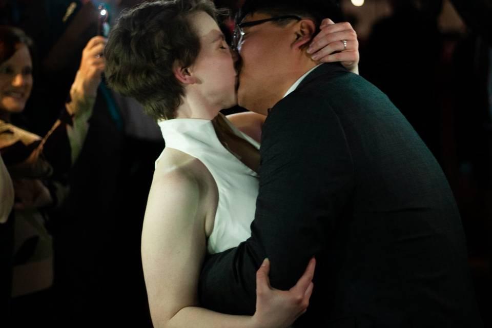 Passionate kiss - Wildflower Films