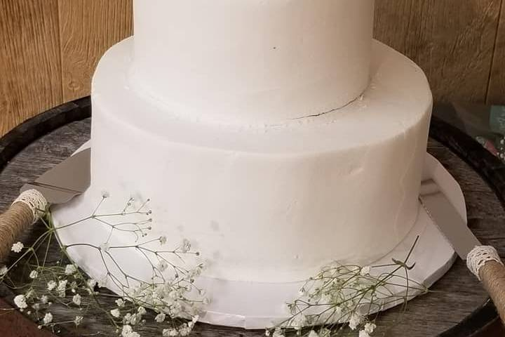 Simple white baby breaths cake