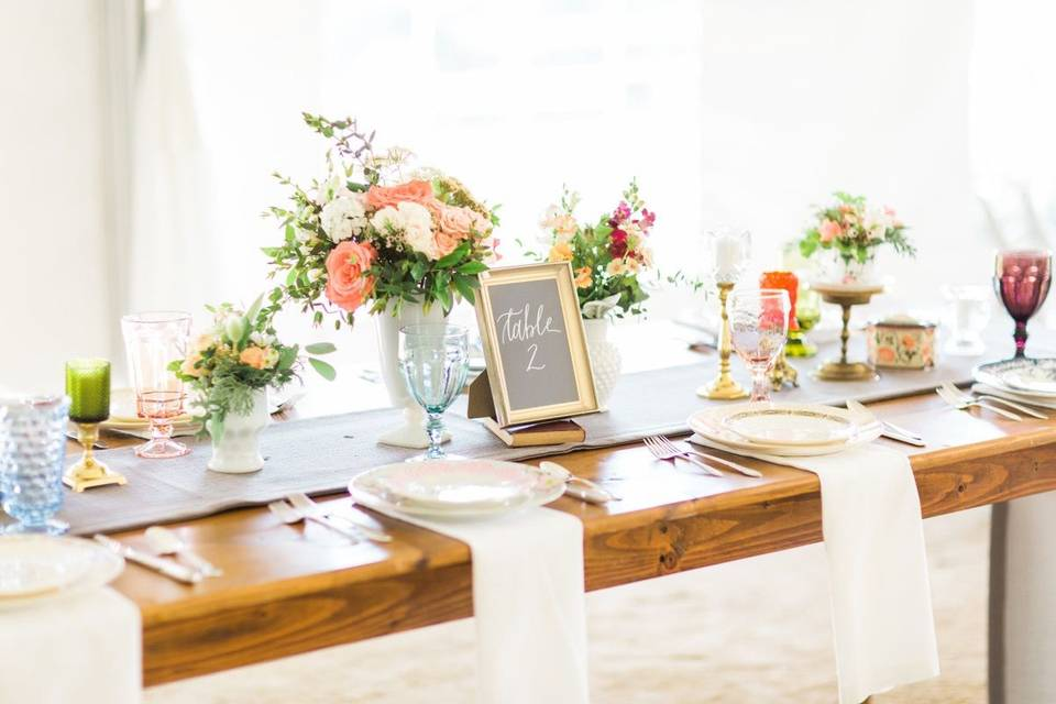 Wooden table setup | Annie Watts Photography