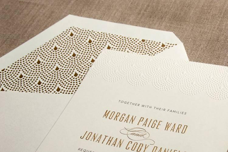 Patterned envelope lining