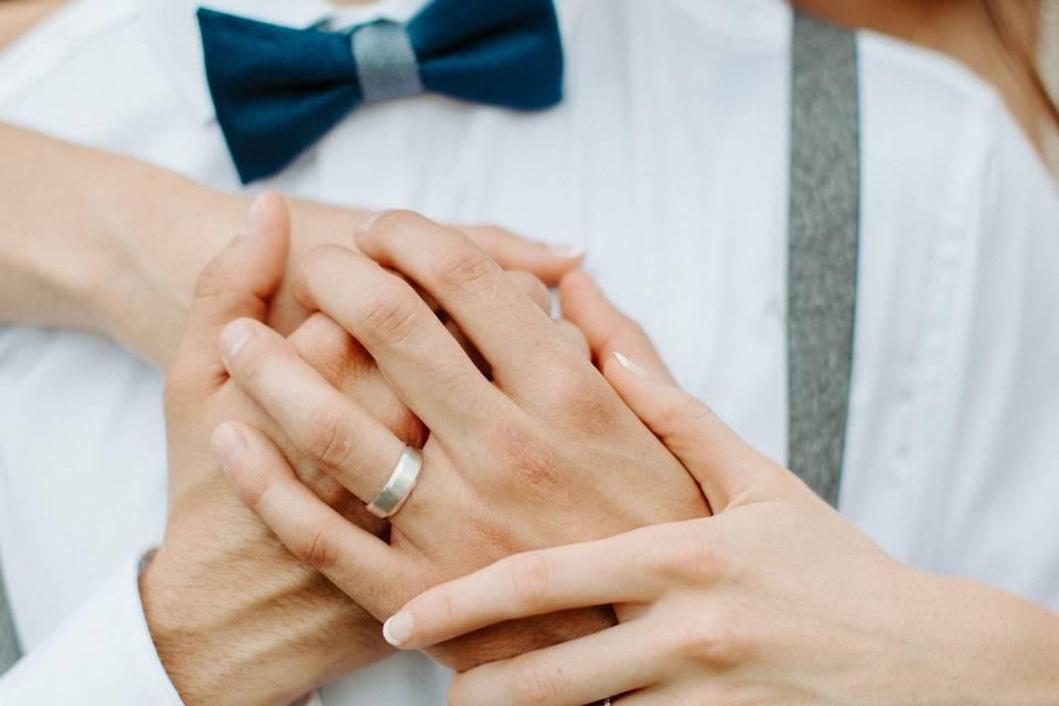 Couple embracing - Hannah Lee Photography