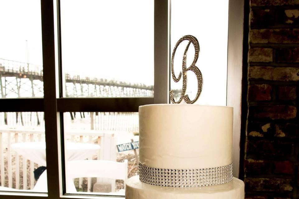 Simply elegant cake table!