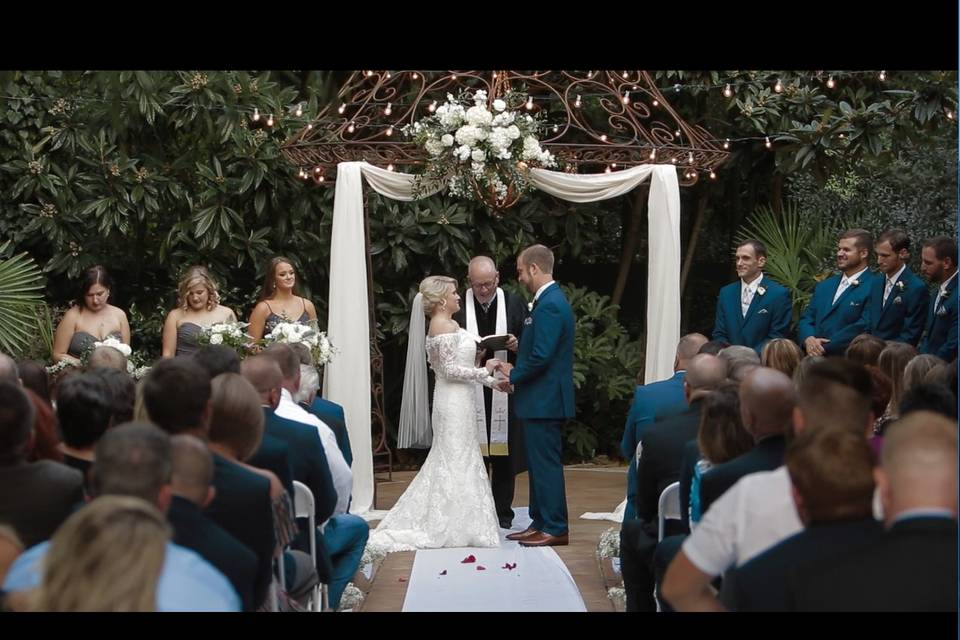 Exchanging their vows - Endless Cinema