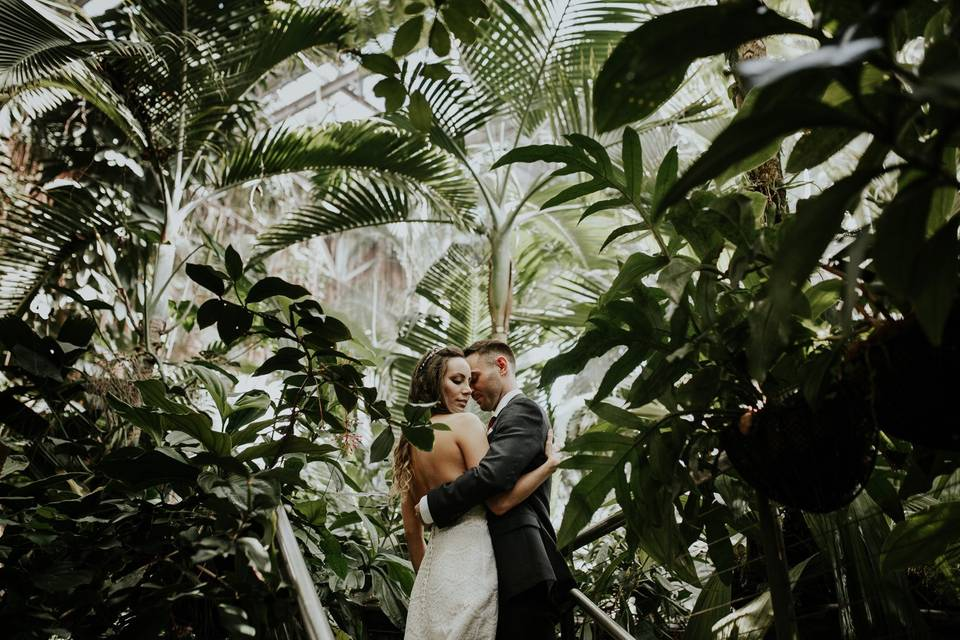 Embracing in the foliage
