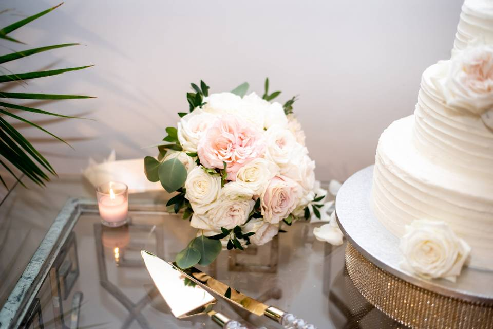Cake and table decorations