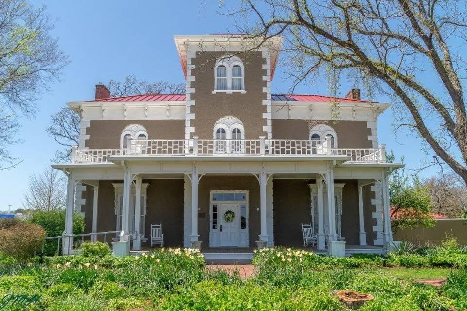 Peel Mansion Museum & Botanical Garden