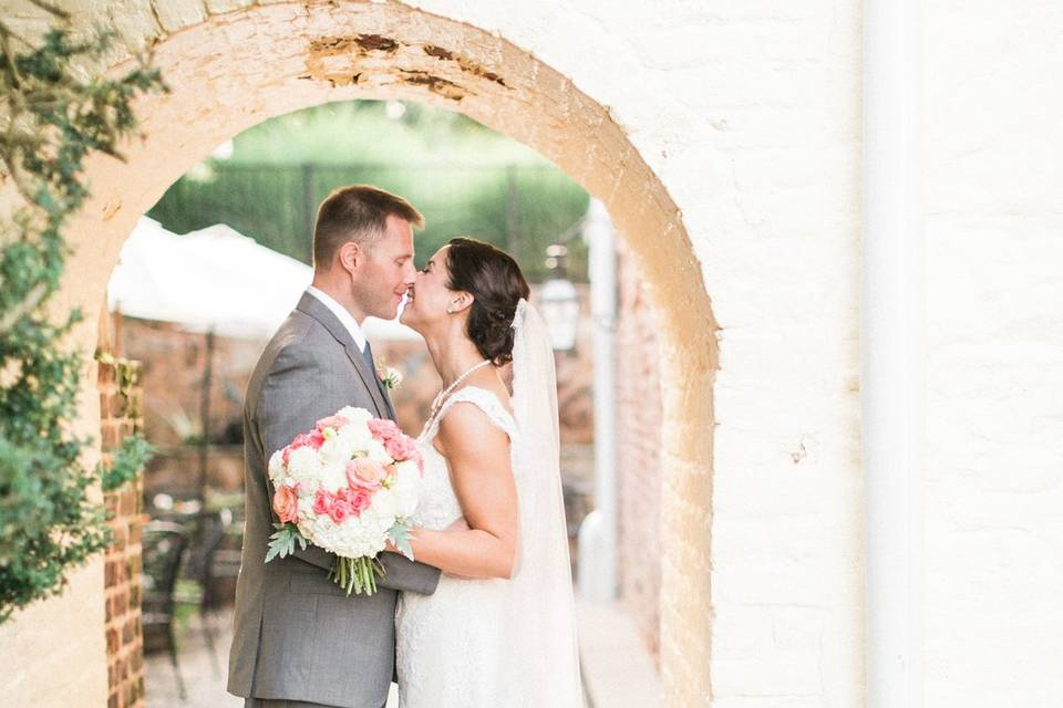 Couple under the Archway - Melissa Arlena Photography
