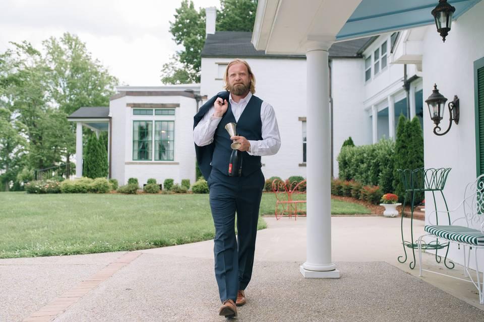Walkin' around the mansion