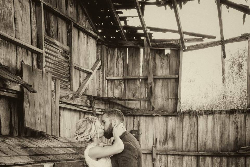 Couple kiss in a chicken coop