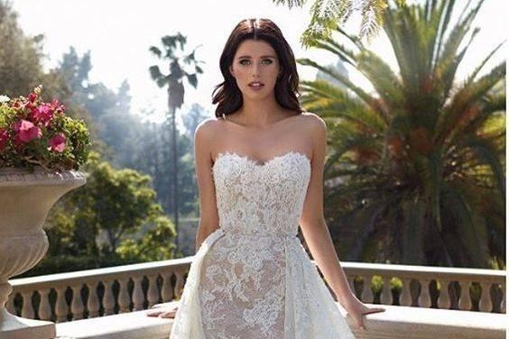 Beautiful lace strapless dress
