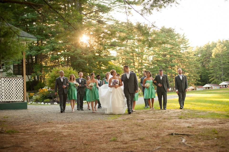 Couple with bridesmaids groomsmen