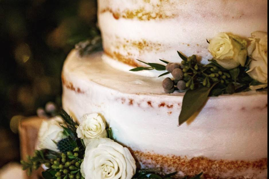 Naked cake with fresh florals
