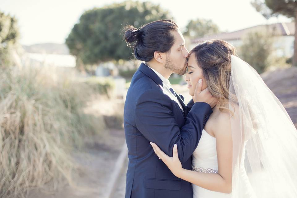 Raven Golf course bride and groom portraits