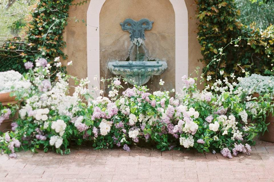 The perfect fountain altar