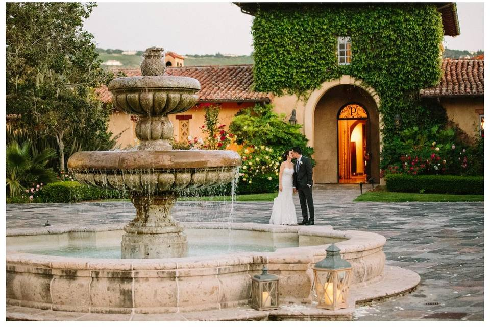 Couple by the fountain