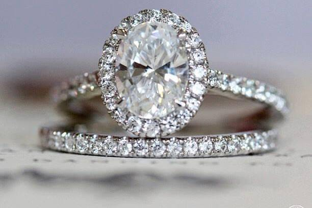 Oval halo with match