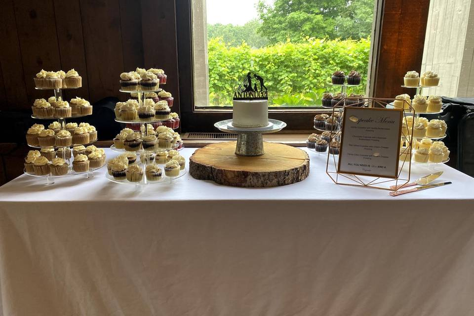 Cupcakes ,small cutting cake