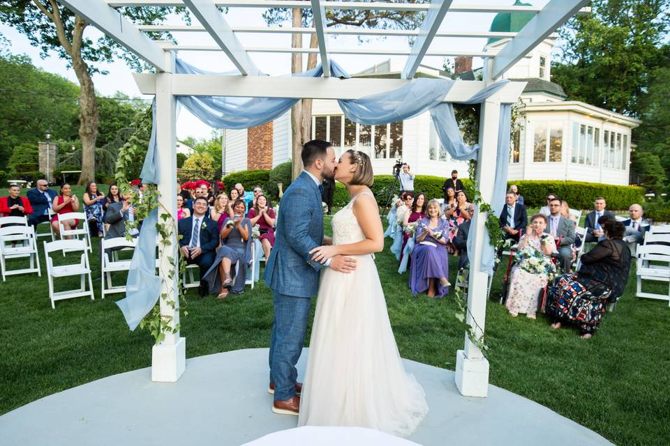 You may now kiss your bride!