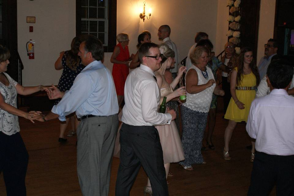 Gusts dancing on the dance floor