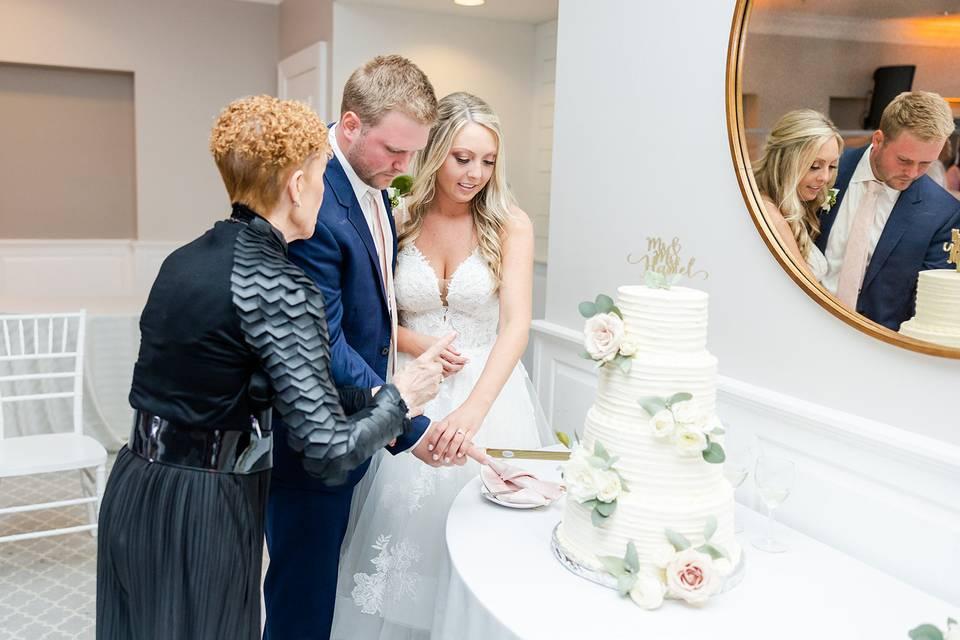 Sue cake cutting
