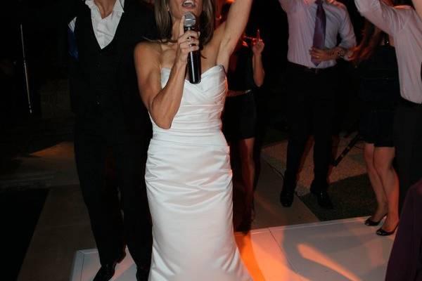 Newlywed on the dancefloor and microphone