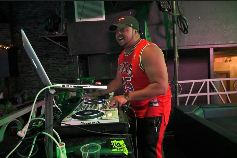 DJ PLAE