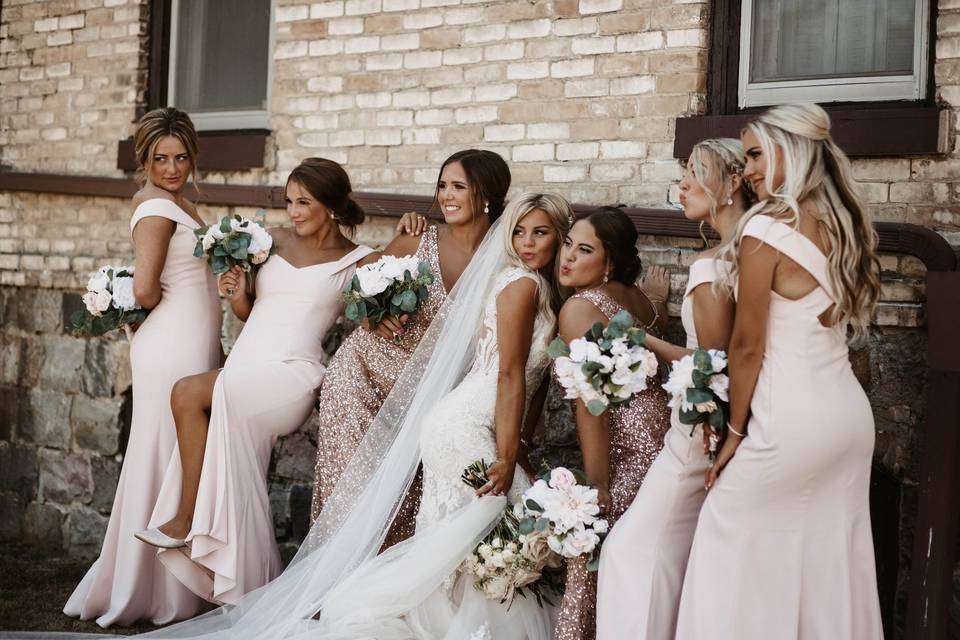 Sun-kissed wedding party