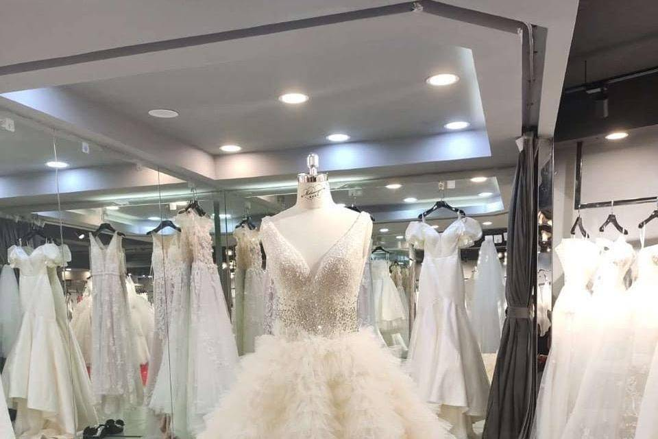 Ruffled lace wedding dress