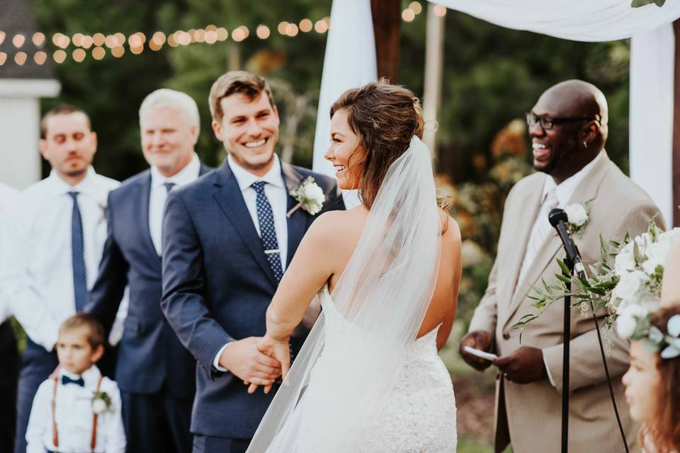 Exchanging vows - Photographs by Stephanie