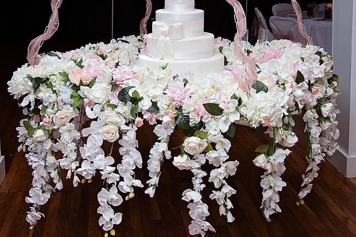 Gorgeous cake presentation