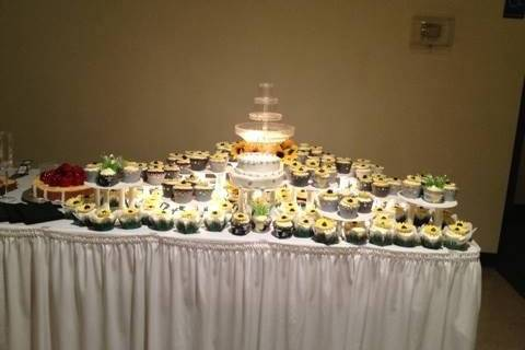 -SMALL TWO TIER CAKE -150 CUPCAKES FLAVORS: DOUBLE ALMOND CHAMPAGNE RED VELVET