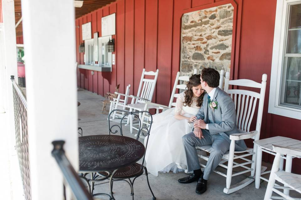 Outdoor seating - Alison Dunn Photography