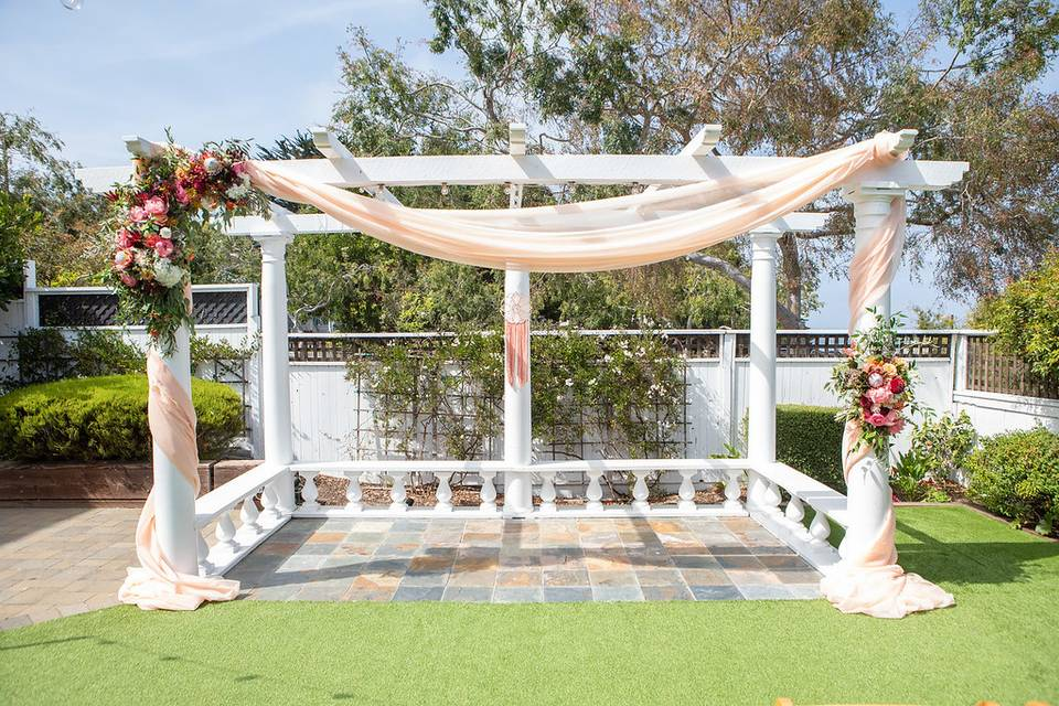 Arbor draping and florals