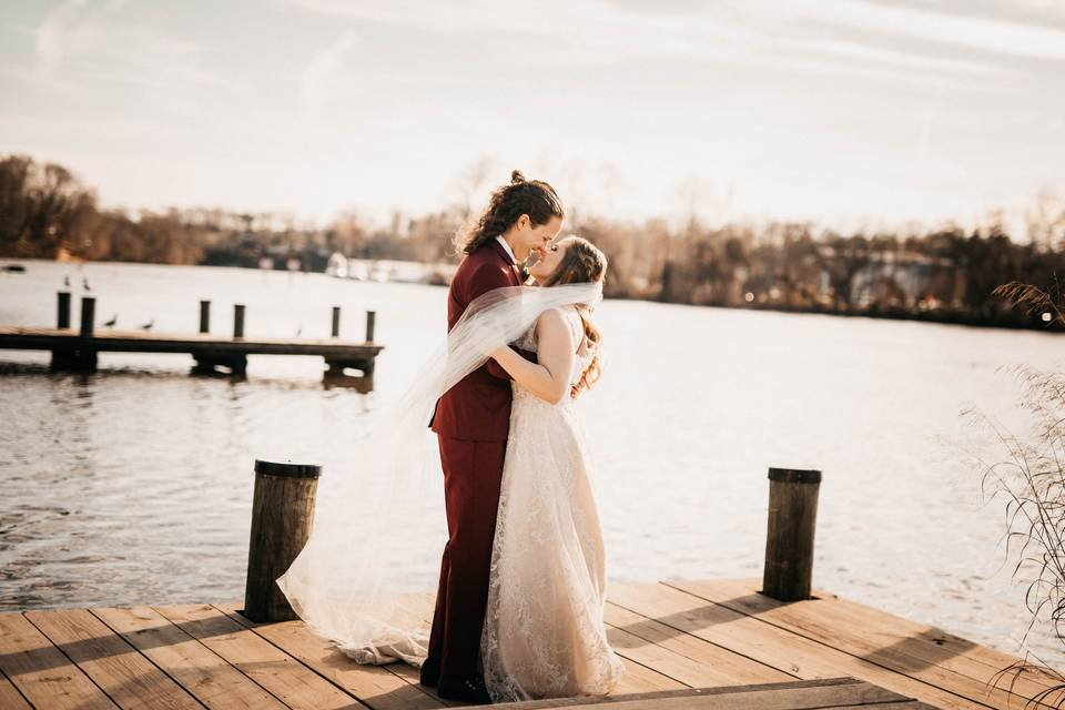 Couple kissing - amelia blaire photography