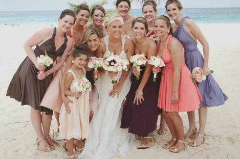Group photo with the bridesmaids and the flower girl