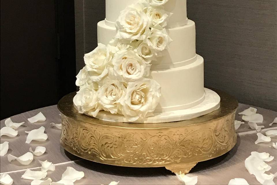Add florals to your Cake