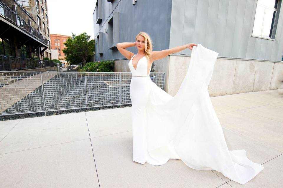 La Boutique de Bridal & Tuxes