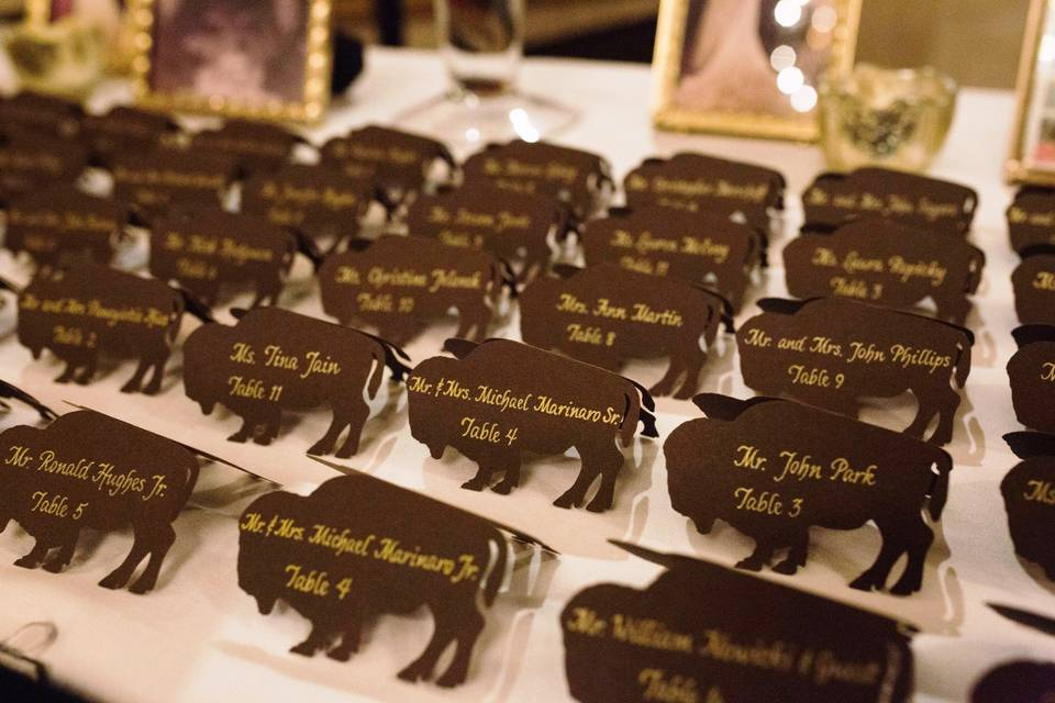 Seating cards with gold ink