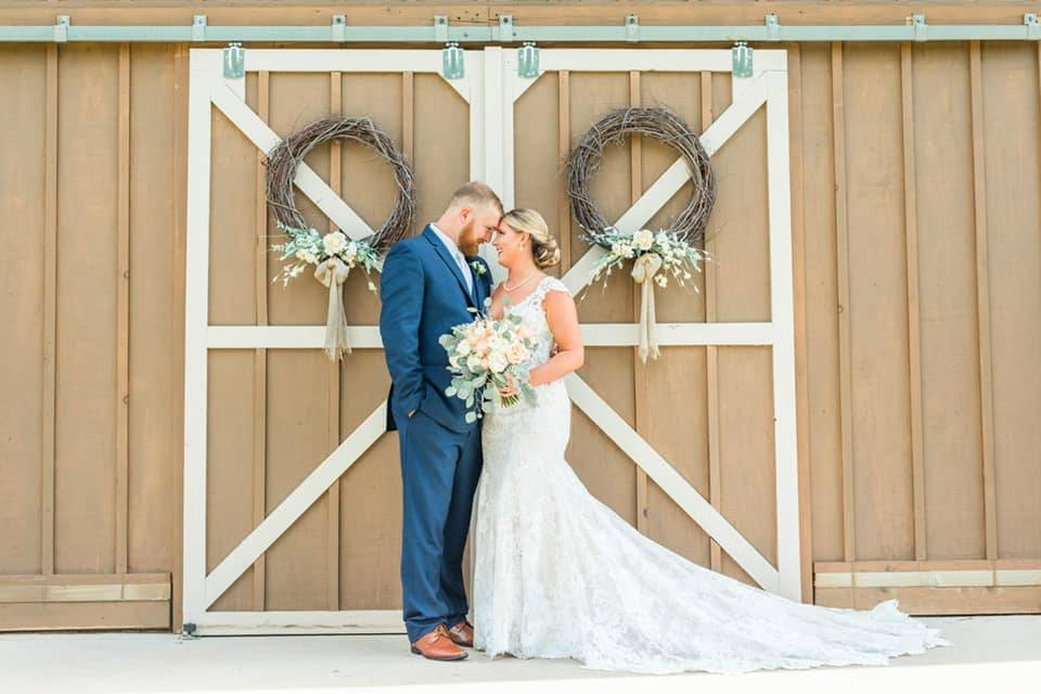 The Ole Oak Barn Wedding and Event Venue