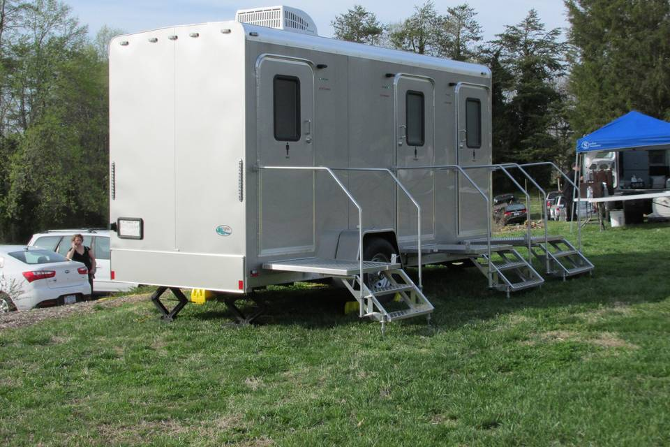 3-stall trailer