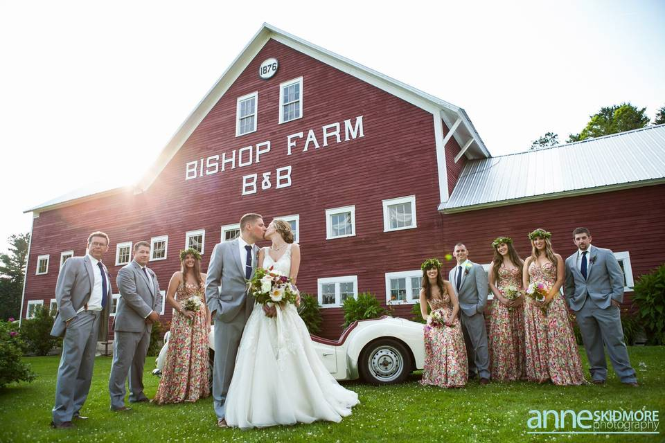 Couple kissing: photo credit: annie skidmore photography