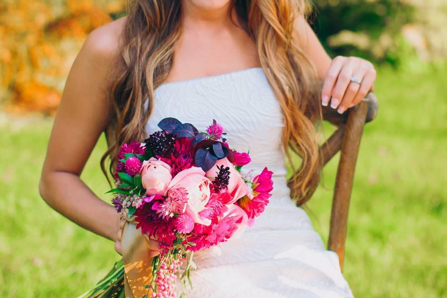 Bride holding a pink bouquet