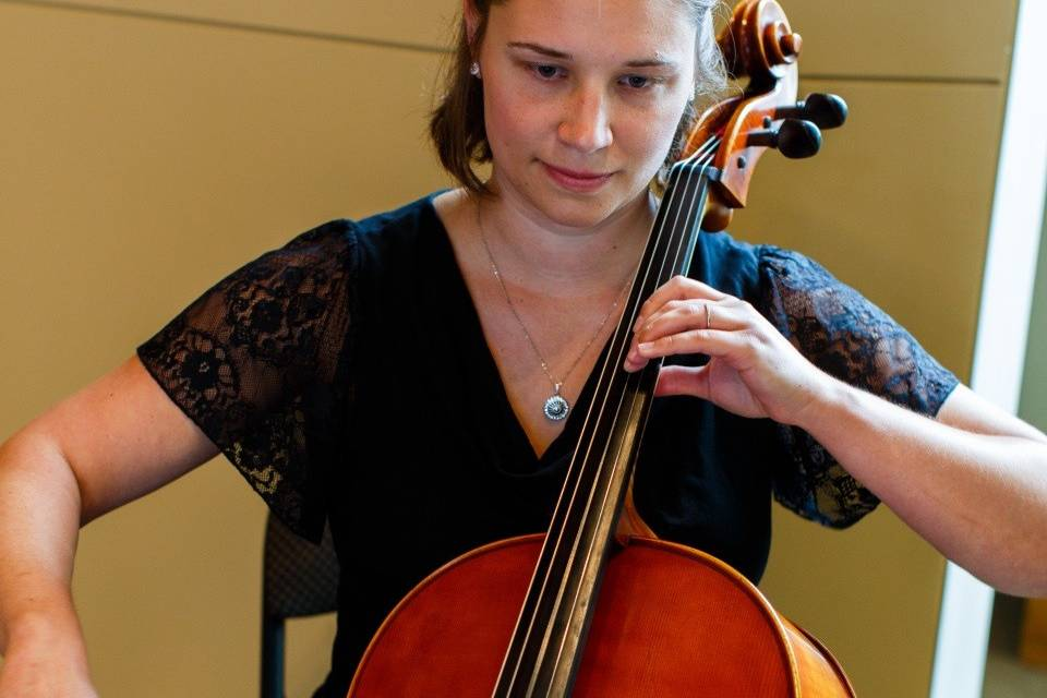 Armbruster Music performing on cello at a wedding | Photo by Kallie Walker Photography