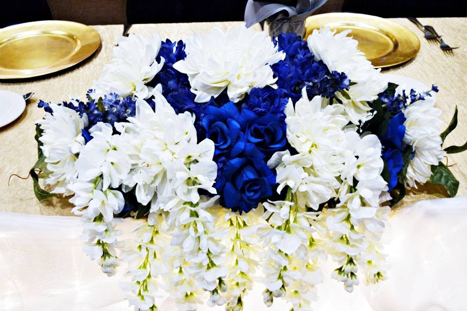 Blue and white head table centerpiece