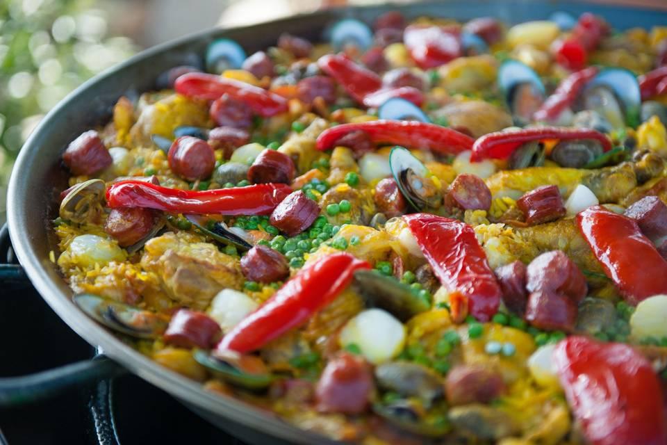 Chicken, seafood & spanish chorizo
